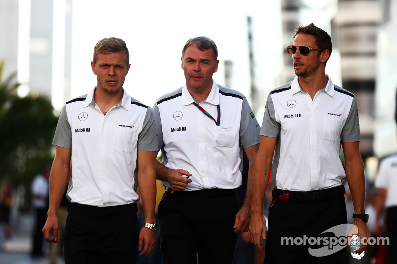 (L to R): Kevin Magnussen, McLaren with Dave Redding, McLaren Sporting Director and Jenson Button, M