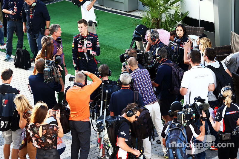 Daniil Kvyat, Scuderia Toro Rosso with David Coulthard, Red Bull Racing and Scuderia Toro Advisor / BBC Television Commentator in the paddock