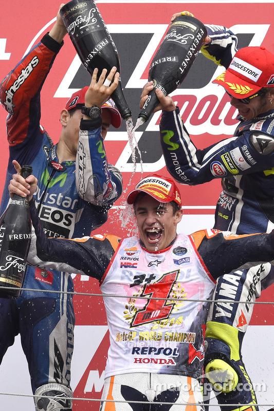 Pódio: vencedor da corrida Jorge Lorenzo, o segundo lugar Marc Marquez, o terceiro lugar Valentino Rossi