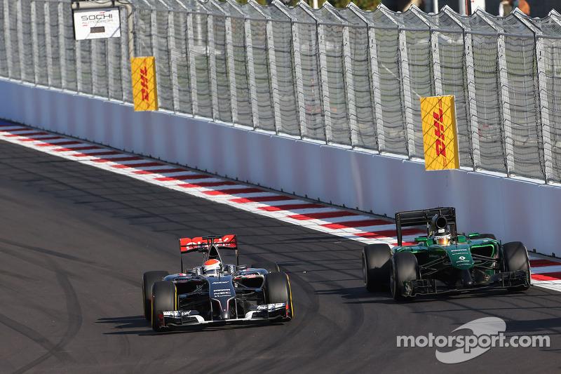 Adrian Sutil, Sauber F1 Team and Kamui Kobayashi, Caterham F1 Team