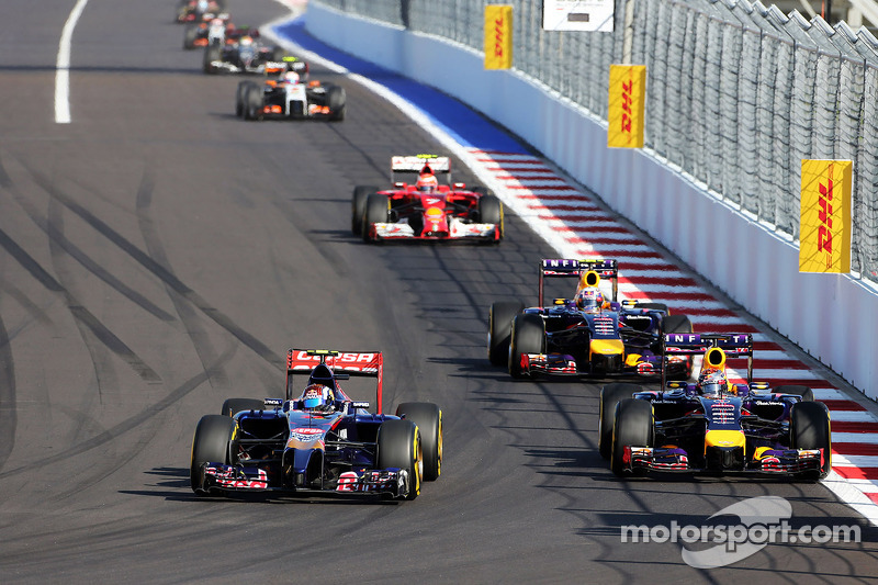 Daniil Kvyat, Scuderia Toro Rosso STR9 and Sebastian Vettel, Red Bull Racing RB10 battle for positio