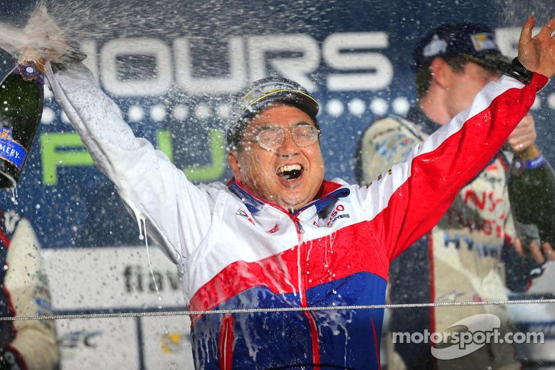 Yoshiaki Kinoshita, il Presidente del Team festeggia