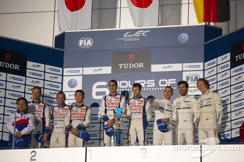 Podio: ganadores de la carrera Anthony Davidson, Sebastien Buemi, segundo lugar Alexander Wurz, Kazu