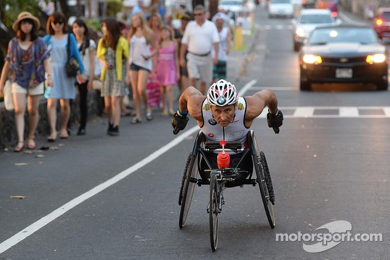 Alex Zanardi compite en el triatlón de larga distancia en Hawaii