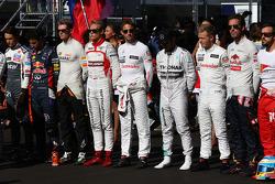 Los pilotos tienen un momento en relación con Jules Bianchi, Marussia F1 Team MR03