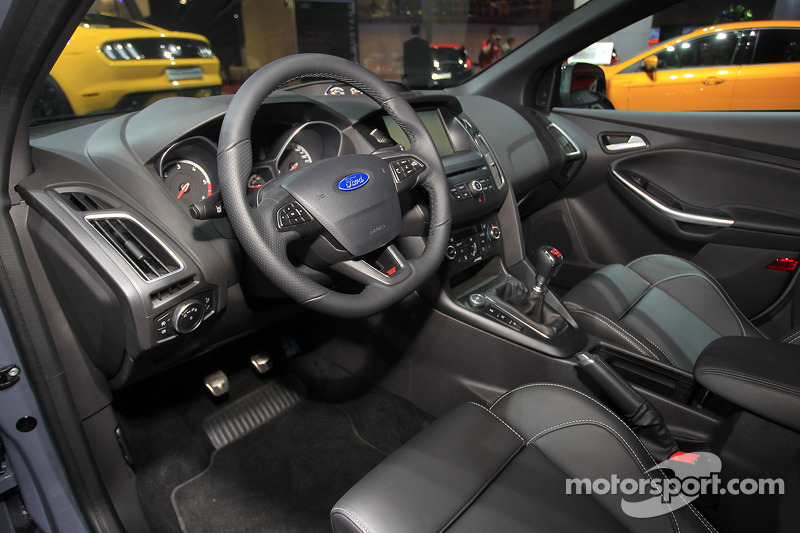 ford focus st sw at paris mondial de l 39 automobile. Black Bedroom Furniture Sets. Home Design Ideas