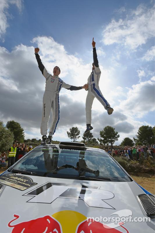 Vencedores e 2014 WRC champions Sébastien Ogier e Julien Ingrassia, Volkswagen Polo WRC, Volkswagen