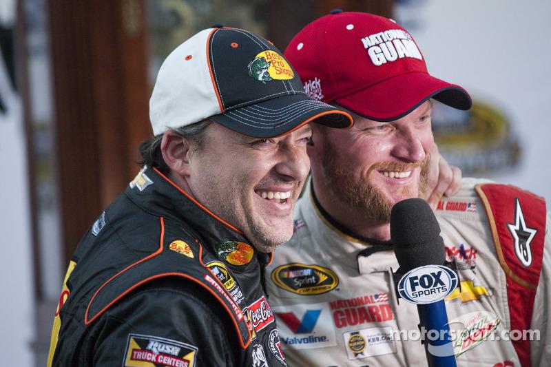 Ganador de la Carrera Dale Earnhardt Jr. con Tony Stewart