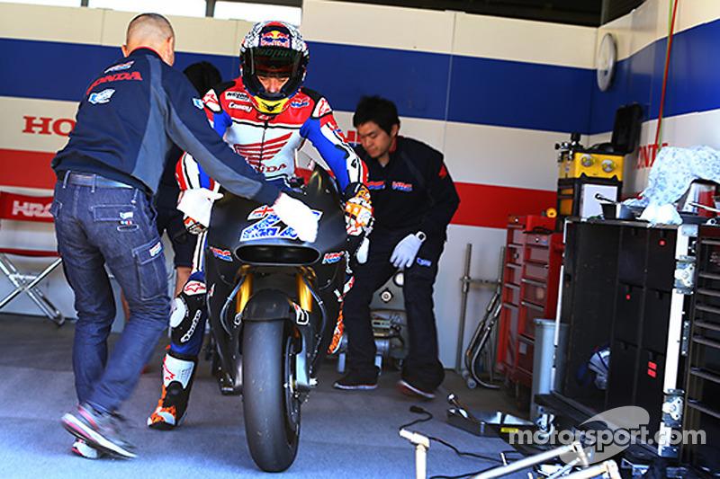 凯西·斯通纳测试本田MotoGP赛车
