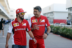 (Da sinistra a destra): Fernando Alonso, Ferrari con Marco Mattiacci, Ferrari Team Principal