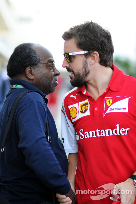 Everett Souratt avec Fernando Alonso (Ferrari)