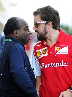 (Da sinistra a destra): Everett Souratt, con Fernando Alonso, Ferrari