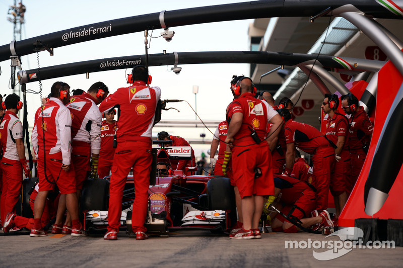 Ferrari practices pit stops