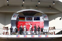 Primeiro lugar: for Lewis Hamilton, Mercedes AMG F1 W05, com o segundo colocado Nico Rosberg, Mercedes AMG F1 W05 e o terceiro Daniel Ricciardo, Red Bull Racing RB10