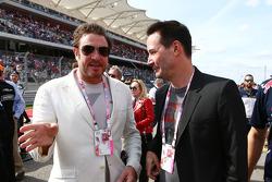 (Da sinistra a destra): Simon Le Bon, canante dei Duran Duran, con l'attore Keanu Reeves