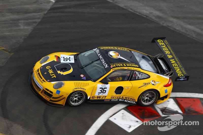 #36 Schütz Motorsport 保时捷 997 GT3 R: 马丁·雷齐格, 马可·霍尔泽
