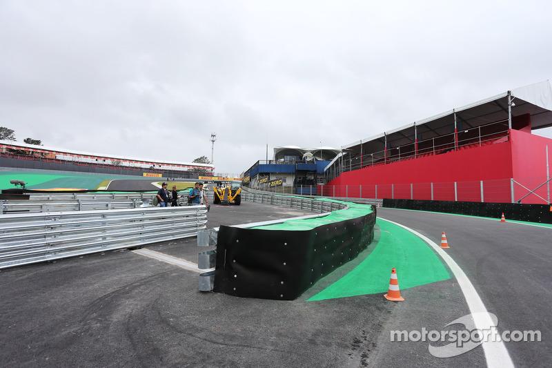 Curva 2 e dettaglio uscita pit lane