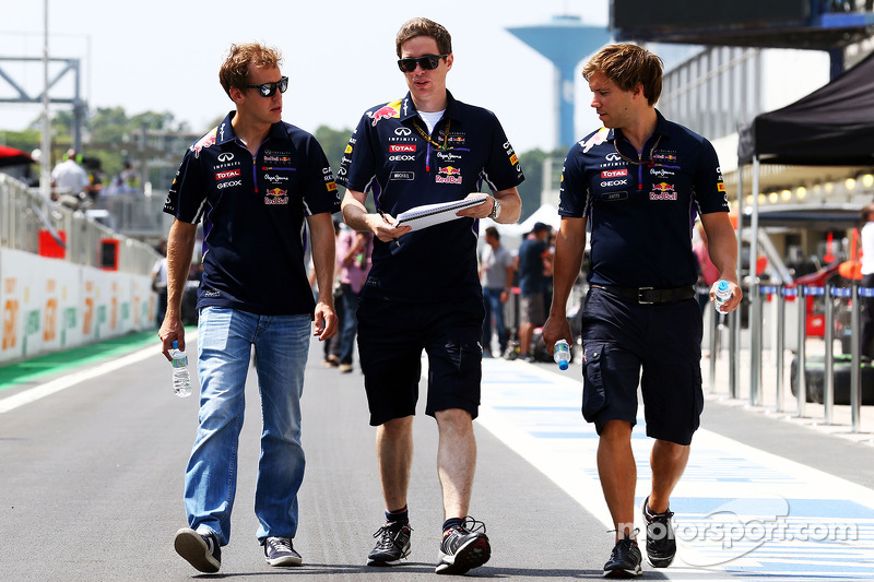 Sebastian Vettel, Red Bull Racing recorre el circuito