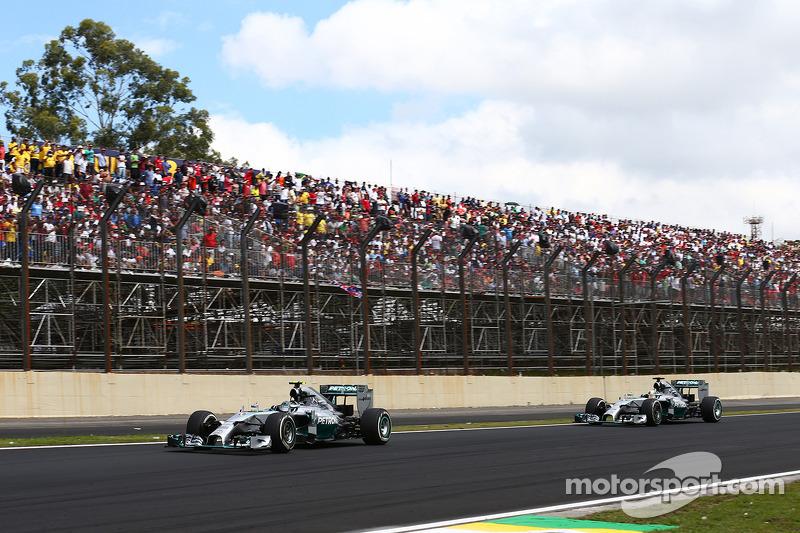 Nico Rosberg, Mercedes AMG F1 W05 lidera a  Lewis Hamilton, Mercedes AMG F1 W05