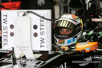 Les photos de Sergio Perez en promotion avec TW Steel