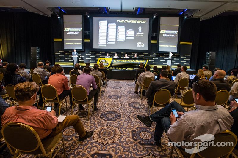 Şampiyona yarışmacıları Basın konferansı: Denny Hamlin, Joe Gibbs Racing Toyota, Kevin Harvick, Stew