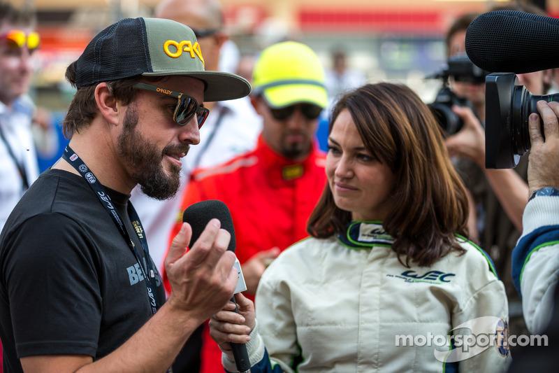 Fernando Alonso gridde röportaj esnasında