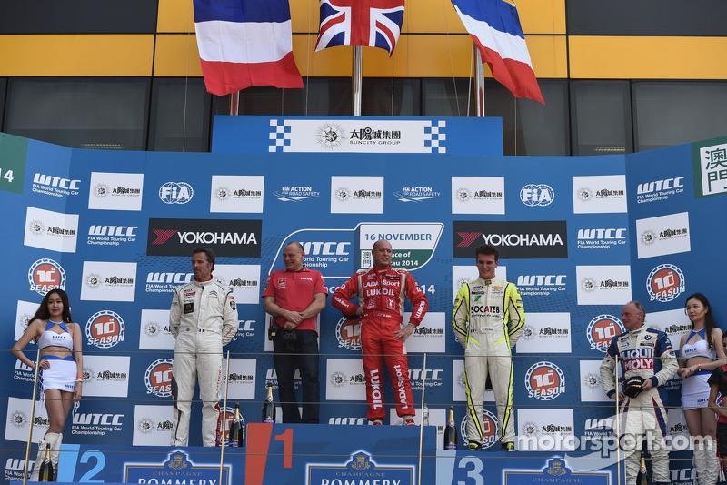 Vincitore race 2 Robert Huff, LADA Granta 1.6T, LADA Sport, secondo posto, Yvan Muller, Citroen C-Elysee WTCC, Citroen Total WTCC, terzo posto Hugo Valente, Chevrolet RML Cruze TC1, Campos Racing