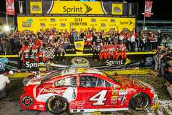 Race winner and 2014 NASCAR Sprint Cup series champion Kevin Harvick, Stewart-Haas Racing Chevrolet celebrates with Tony Stewart, DeLana Harvick, Gene Haas and the full team