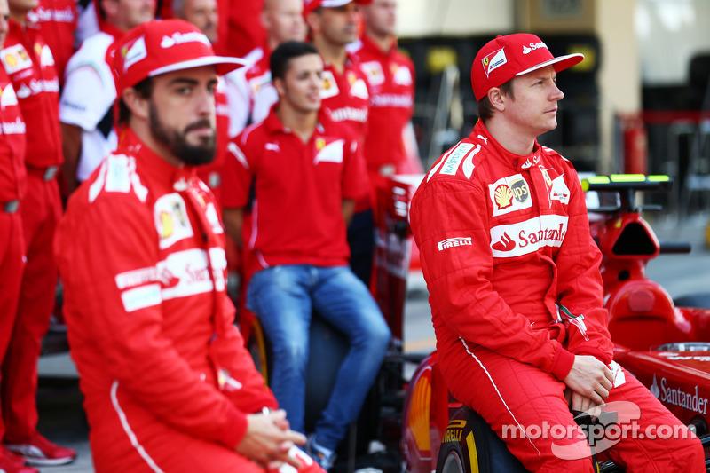 (L to R): Fernando Alonso, Ferrari and team mate Kimi Raikkonen, Ferrari at a team photograph