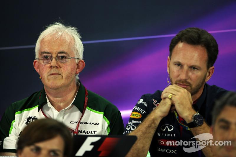 (I a D): Finbarr O'Connell, administrador de Caterham F1 Team, con Christian Horner, director del Re