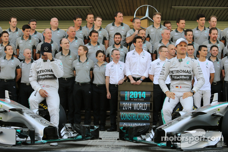 (L to R): Lewis Hamilton, Mercedes AMG F1 and team mate Nico Rosberg, Mercedes AMG F1 at a team phot