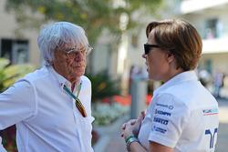 (Da sinistra a destra): Bernie Ecclestone, con Claire Williams, Williams Vice Team Principal