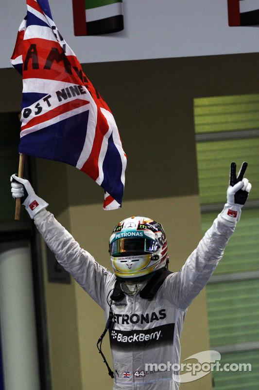 El ganador  y campeón del mundo Lewis Hamilton, Mercedes AMG F1 celebra en parc ferme