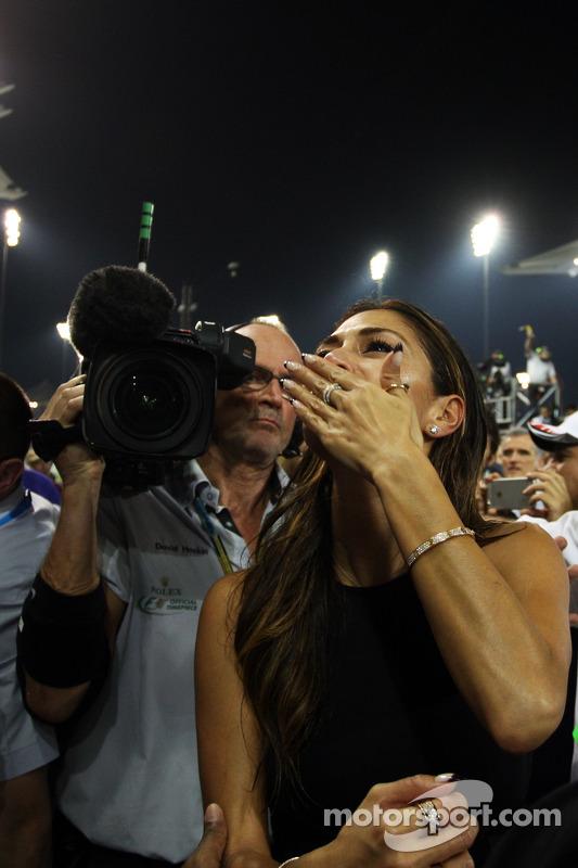 Nicole Scherzinger, cantora, namorada de Lewis Hamilton, Mercedes AMG F1, comemora em parque fechado