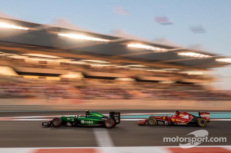 Will Stevens, Caterham CT05 davanti a Fernando Alonso, Ferrari F14-T