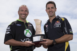 Jamie Whincup, Red Bull Holden et Marcos Ambrose, Team Penske Ford
