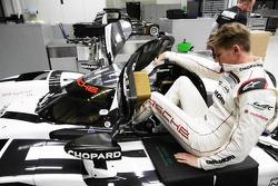 Нико Хюлькенберг. Подгонка сиденья Нико Хюлькенберга в Porsche, особое событие.