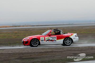 Séance photo du Mazda club racer