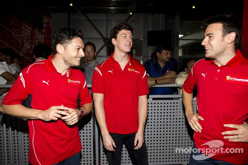 Giancarlo Fisichella, James Calado ve Davide Rigon Ferrari World'de