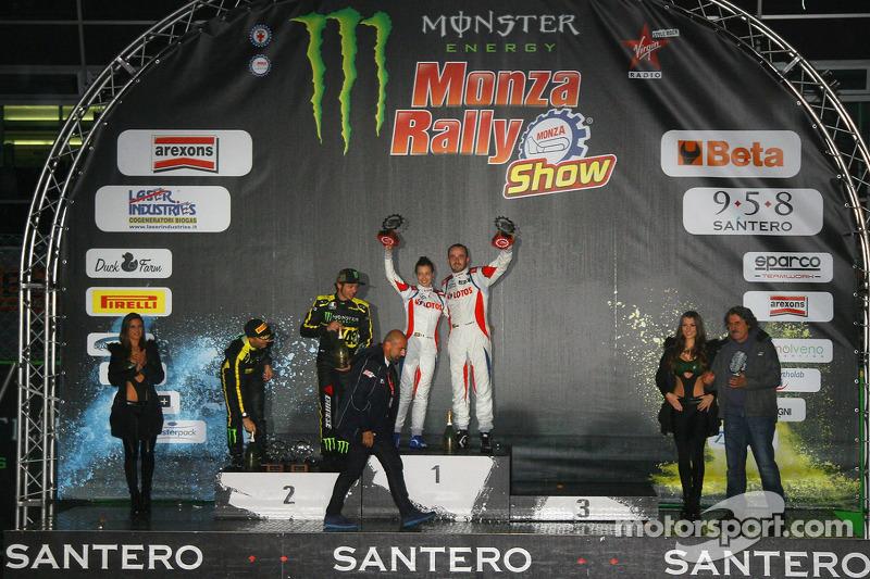 Podium: Los ganadores Robert Kubica y Alessandra Benedetti, segundo lugar  Valenteno Rossi y autolo Cassena