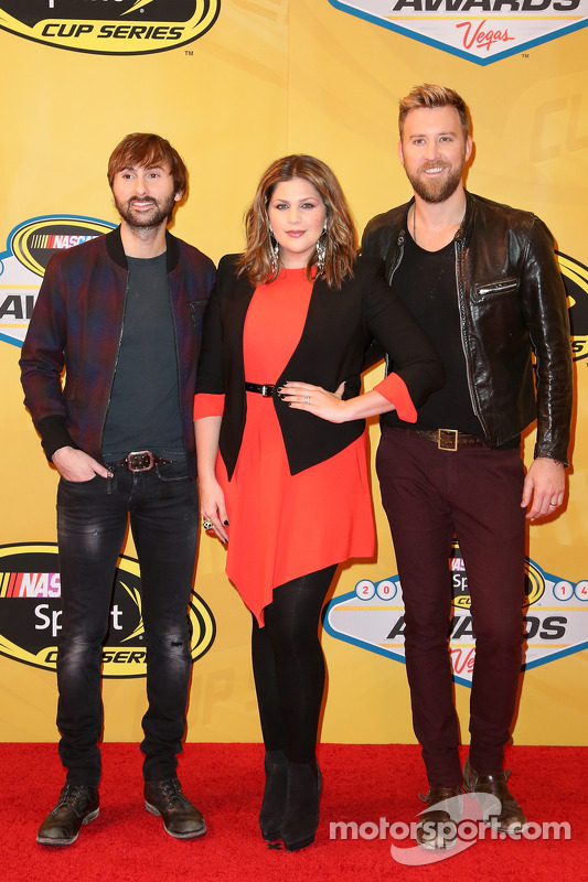 Dave Haywood, Hillary Scott, e Charles Kelley of Lady Antebellum