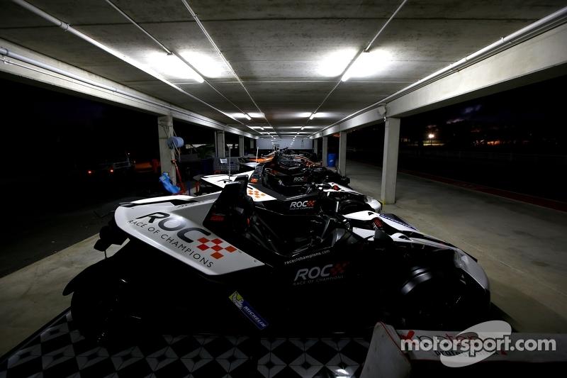 Araçlar gece garaj alanında