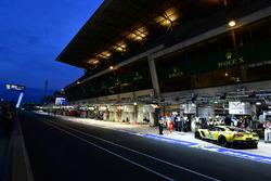 #64 Corvette Racing Chevrolet Corvette C7.R: Oliver Gavin, Tommy Milner, Marcel Fassler, au stand