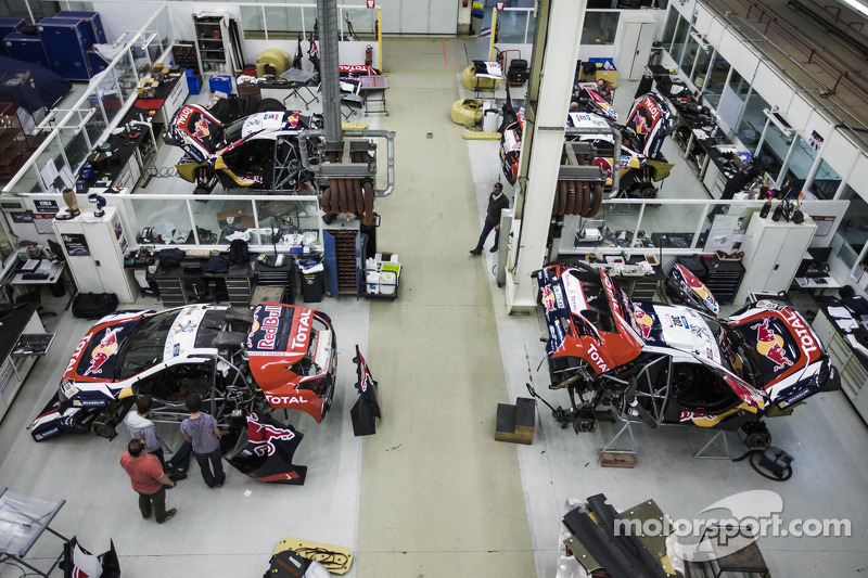 Final preparations on the Peugeot 2008 DKR