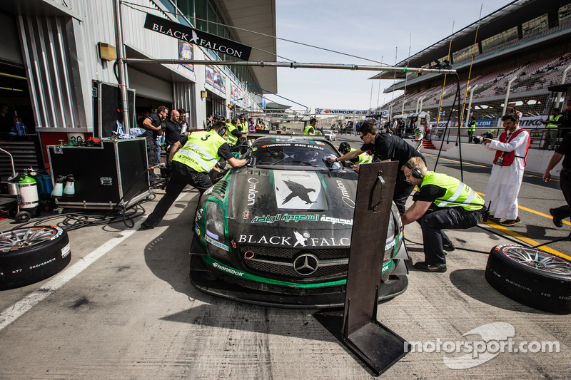 Boxenstopp für #2 Black Falcon, Mercedes SLS AMG GT3: Abdulaziz Al Faisal, Hubert Haupt, Yelmer Buur