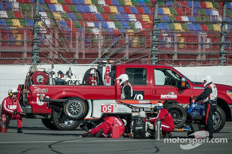 #50 Fifty Plus Racing Endures for a Cure/Highway to Help Race Team Riley BMW: Byron DeFoor mengalami
