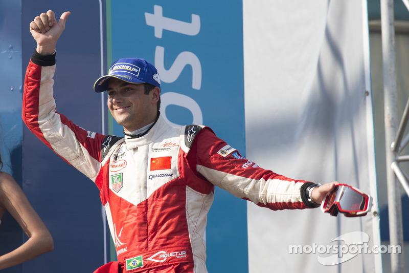 Peringkat ketiga Nelson Piquet Jr.