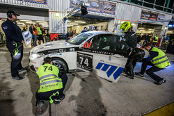 Boxenstopp für #74 MPB Racing Team, BMW M235i Racing Cup: Matias Henkola, Stephan Kuhs, Bernhard Henzel, Jörg Müller