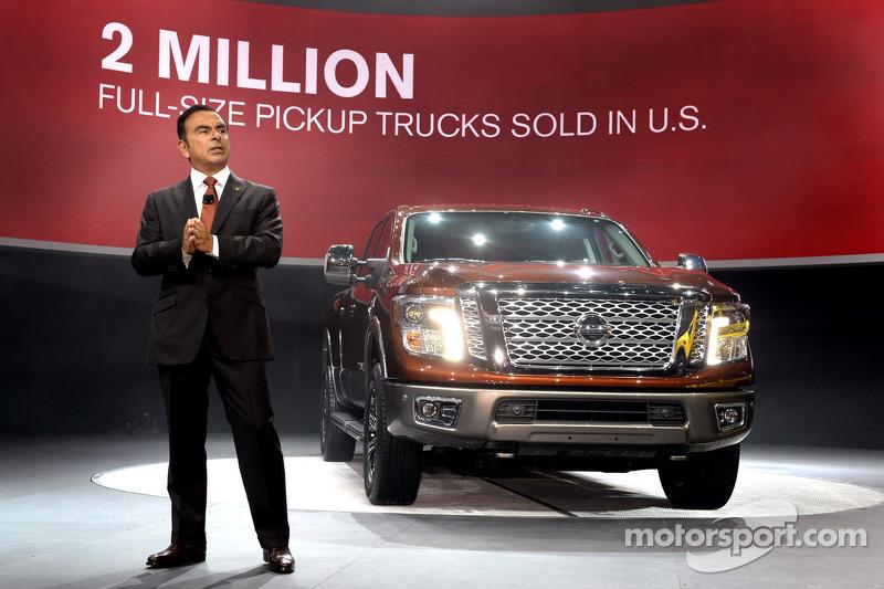 Карлос Гон, Президент та Виконавчий директор Nissan разом з Nissan Titan