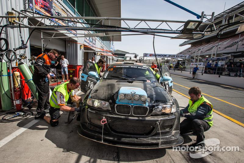 Pit stop untuk #78 JR Motorsport BMW E46 GTR: Harry Hilders, Gijs Bessem, Daan Meijer, Roger Grouwe